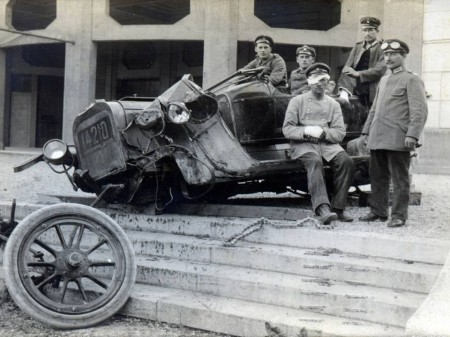 Injured driver & badly damaged vehicle from Kraftwagen Depot München, June 1915